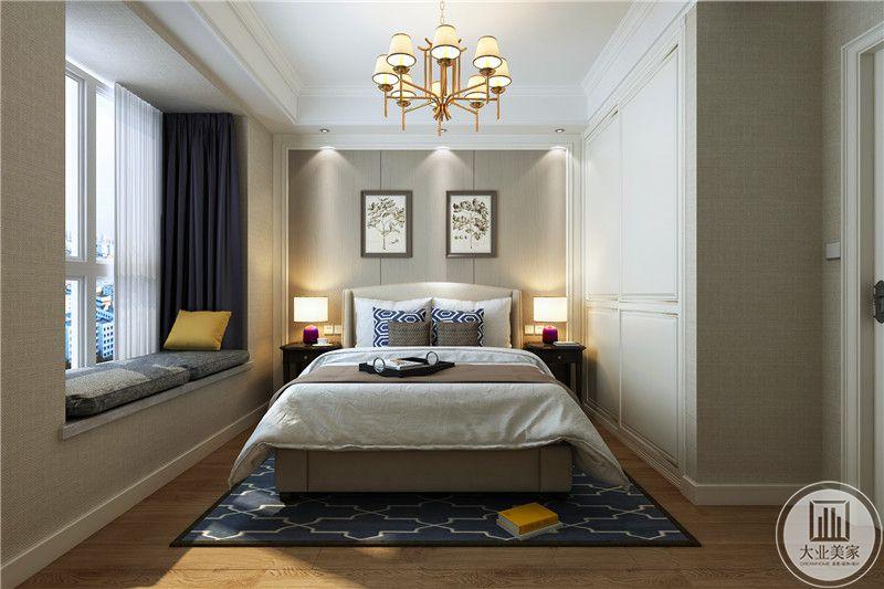 主卧室地面铺浅色木地板,搭配深蓝色地毯,床头背景墙采用灰色木质护墙板,墙面采用两幅时尚装饰画,床的两侧是黑檀木床头柜。