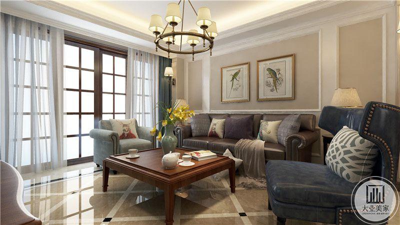 客厅地面铺设浅黄色瓷砖,从这里可以看到客厅的布局装饰。