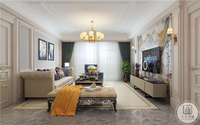 客厅地面铺灰色瓷砖,搭配浅黄色地毯,天花板采用石膏线吊顶。