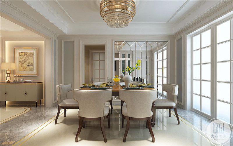 餐厅的一部分墙面使用镜面,视觉上增加空间的同时,也让空间更加明亮。