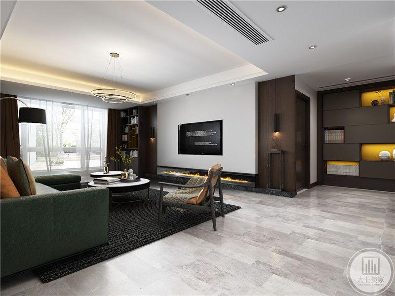 客厅电视嵌入到影视墙中,两侧采用深色实木板装饰,地面铺浅色木地板,搭配深色地毯。
