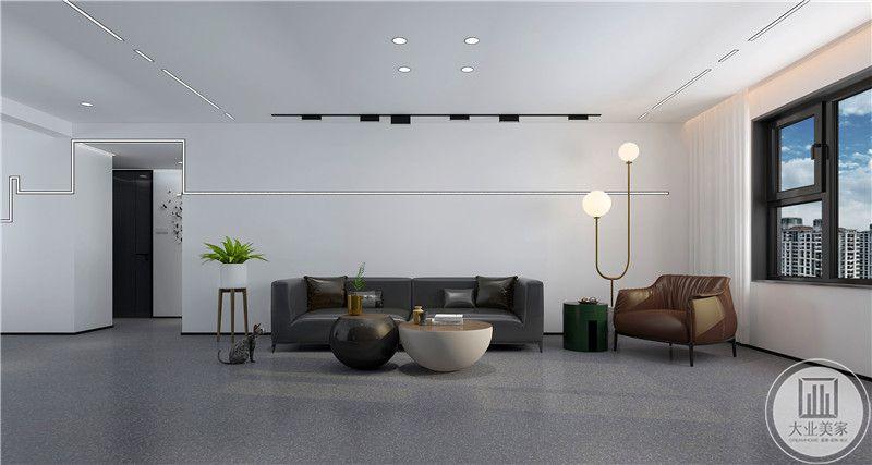 客厅沙发墙采用留白的方式,墙面不作任何装饰,沙发采用黑色和棕色搭配,地面采用灰蓝色木纹砖。