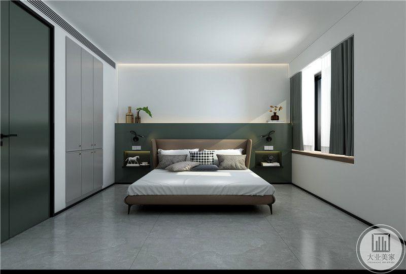 主卧室的床头背景墙采用白绿分割的方式,两侧是棕色床头柜。