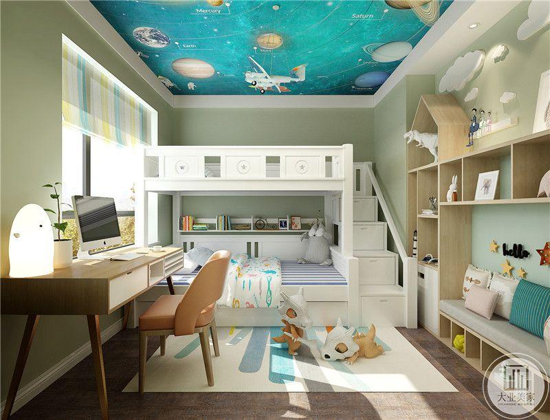 儿童卧室的床采用双层结构,一侧的楼梯增加抽屉,以增强收纳,一侧的书柜采用实木制作。