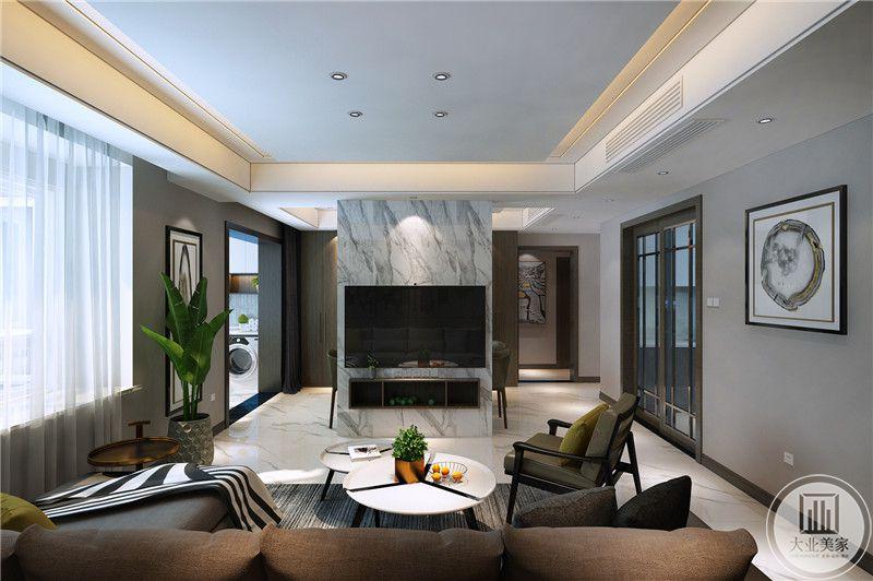 客厅影视墙采用灰色大理石,电视机和电视柜悬挂在墙上,两侧都打通,另一侧是餐厅。