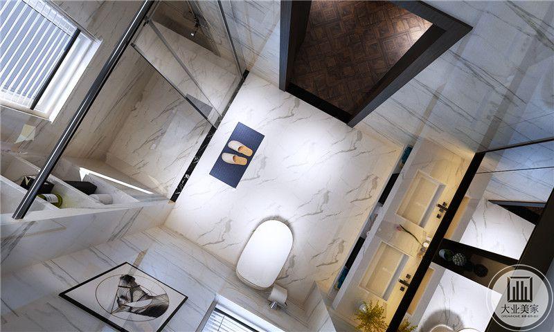 卫生间墙面和地面都采用白色瓷砖,并且做了干湿分离。