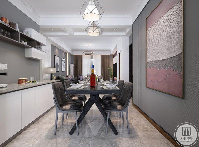 从这个方向可以看到餐厅和客厅的布局装饰。