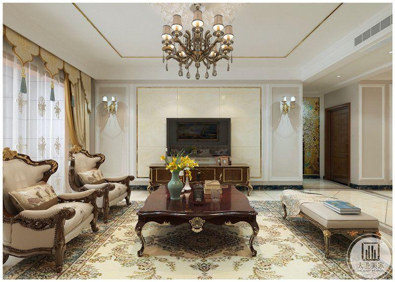 客厅装修效果图:影视墙采用淡黄色瓷砖,电视柜采用实木制作,地面使用白色瓷砖,搭配浅黄色的花纹地毯。