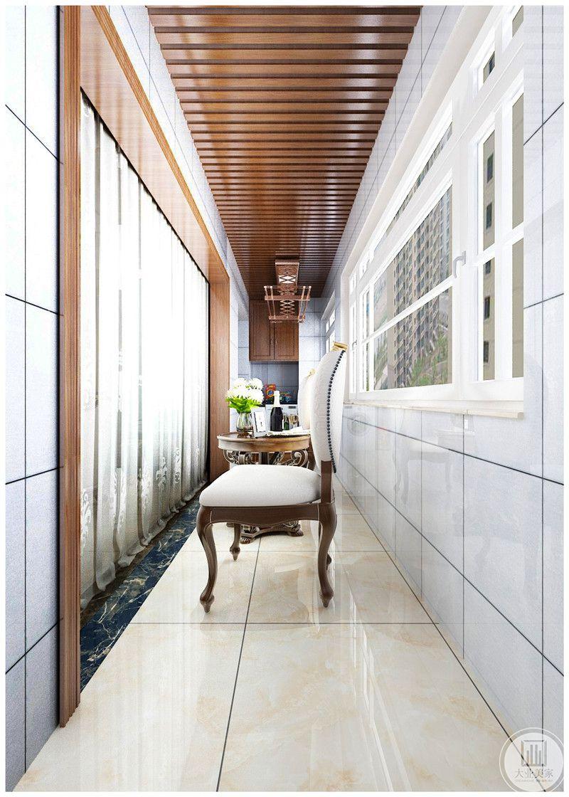 阳台装修效果图:阳台整体采用瓷砖装饰。