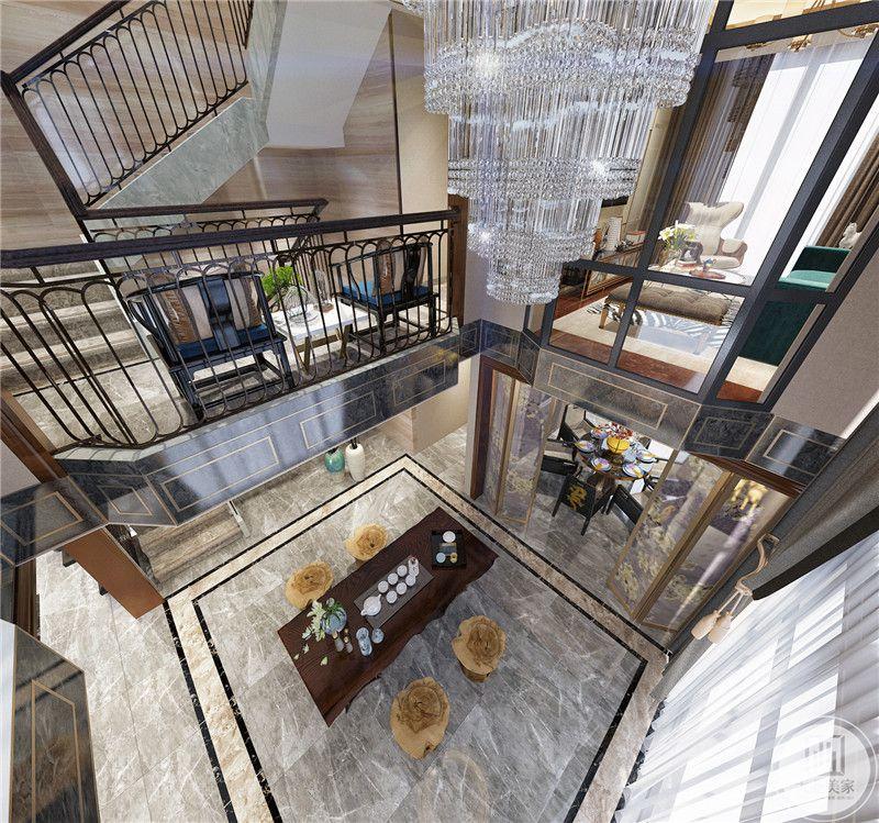 中厅装修效果图:中庭采用复杂华丽的水晶吊灯。